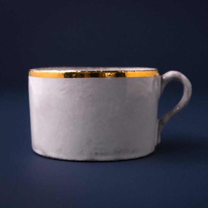 潔いフォルムのティーカップ。