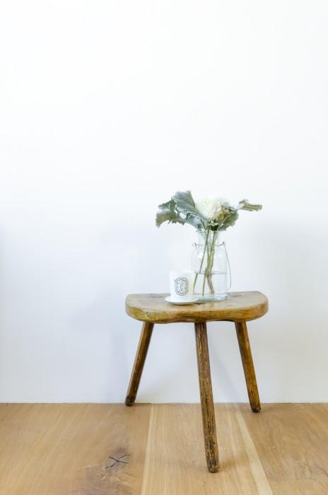 ラナンキュラスの花をさり気なく。部屋中にアロマの香りが漂う。