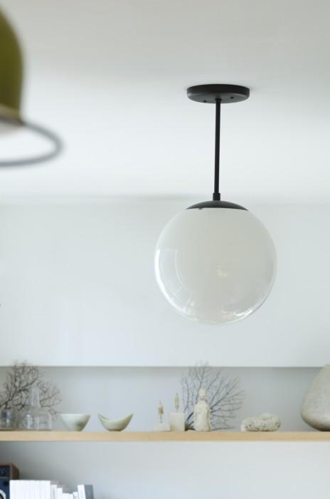 ポートランドの工業製品を造る会社の照明。この会社の製品が気に入っていて、スイッチパネルなど色々と活用。