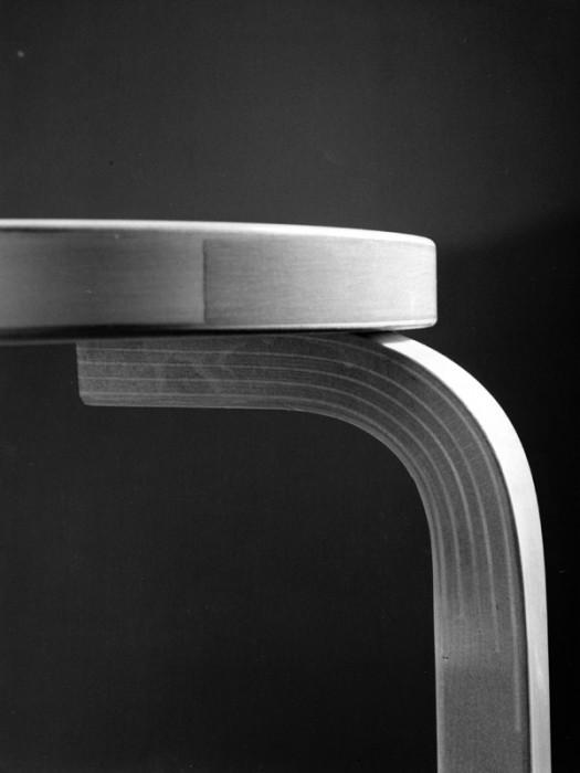 L-レッグのスリットが見える表面。この美しい断面がアルテック製品の証。
