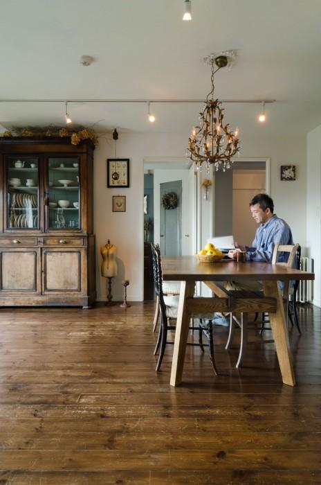 かつてはカフェを開きたいと思っていたというroshiさん。今は洋菓子の商品開発に当たる。ブログでアンティークと暮らすスローライフを発信中。http://salvage303.exblog.jp