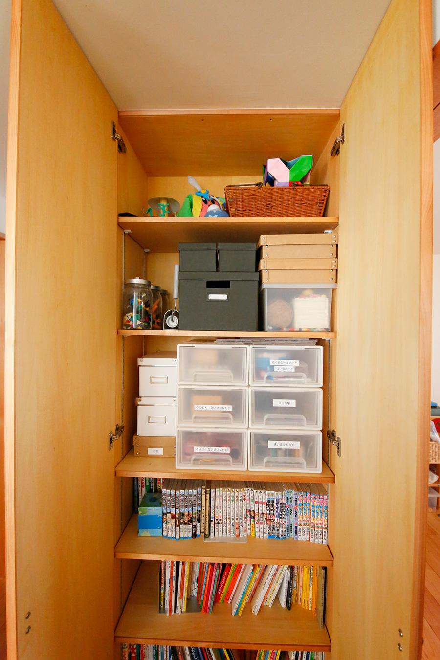 子供部屋前の収納には、おもちゃや本などを。「子供が自分で片付けやすい環境を考えています」。