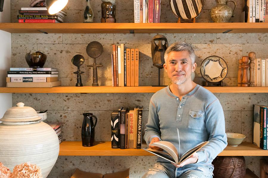 大谷石の壁と棚。「室内に大谷石を使うのは、『Landscape Products』でも初めての試みだったそうです」と健二郎さん。