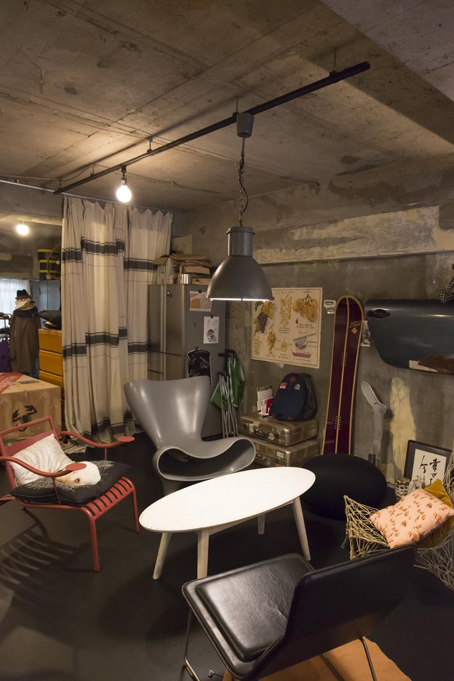 インテリアの巨匠たちの名作椅子を並べた場所。