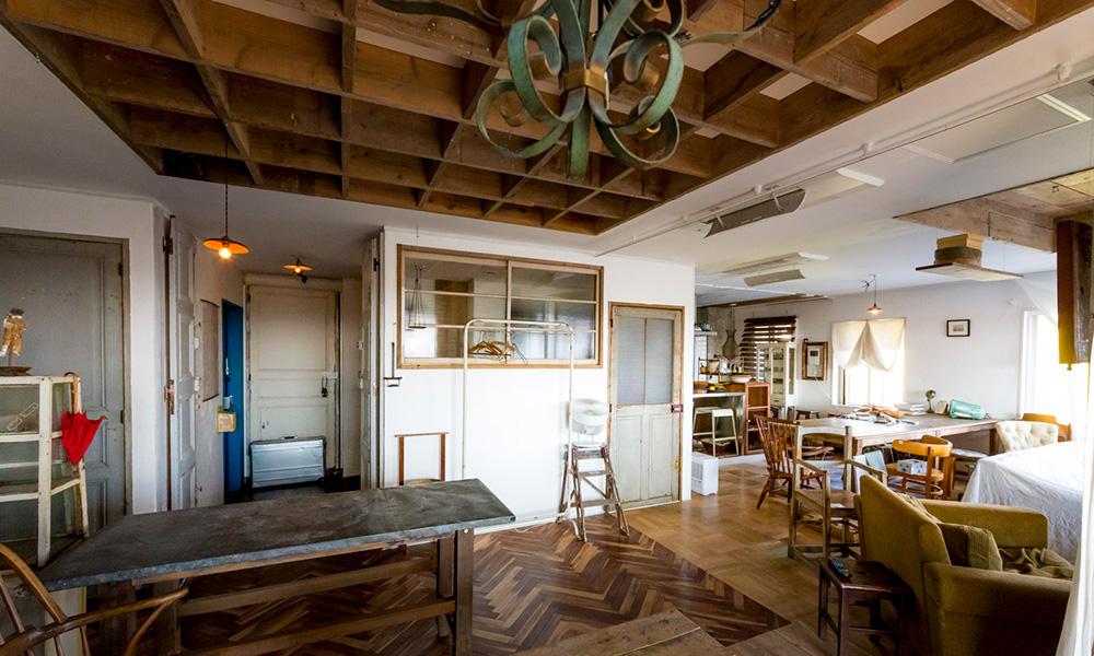 アンティークが似合う家  空間が持つ歴史を生かした リノベーション