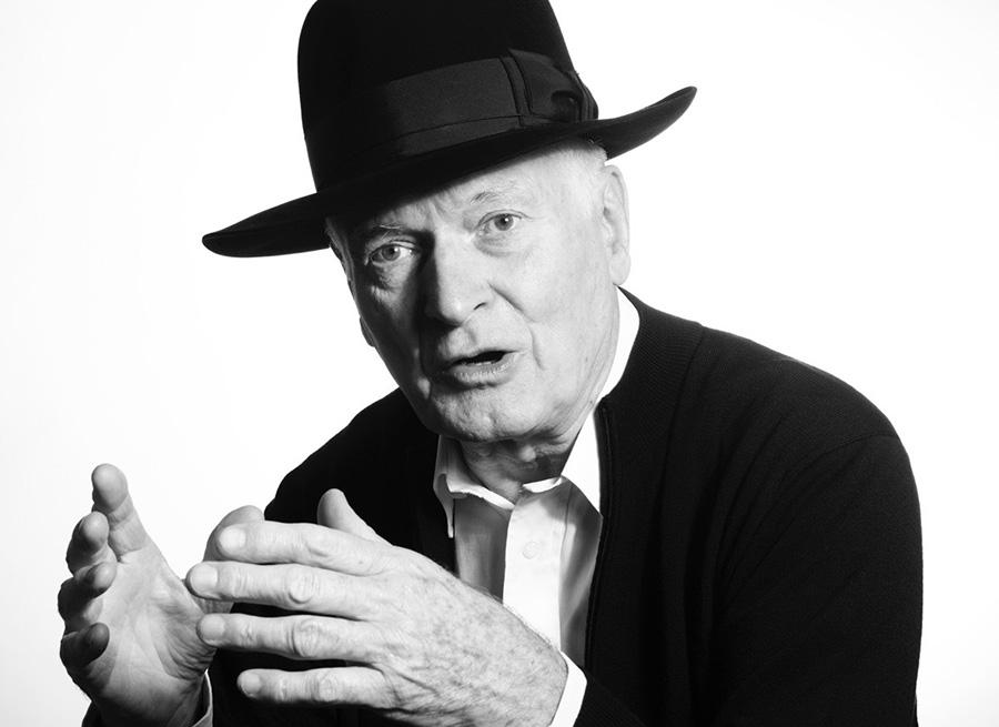 エディンバラ公賞など、数多くの受賞歴を誇るプロダクトデザイナー、ケネス・グランジ。