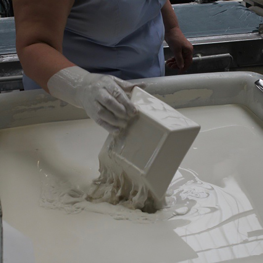 しっかりと乾燥させることで、堅牢な製品に。