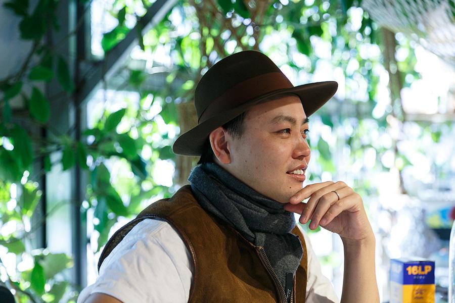 植物との暮らしをトータルでプロデュースしているSOLSO代表の齊藤太一さん。植物と人の美味しい関係について話してくれた。