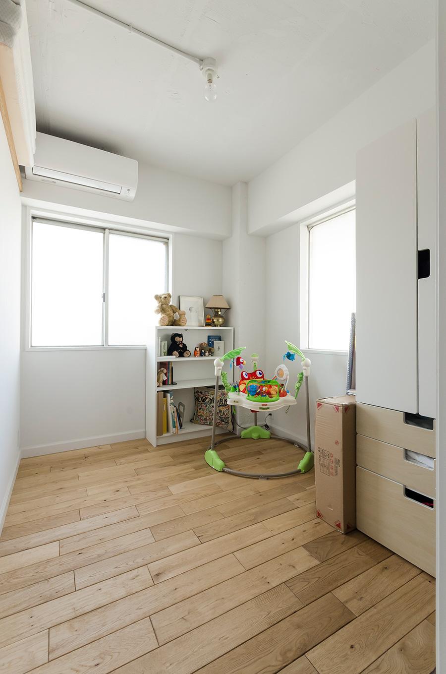 日差しのたくさん入るサービスルームは未来の子供部屋。