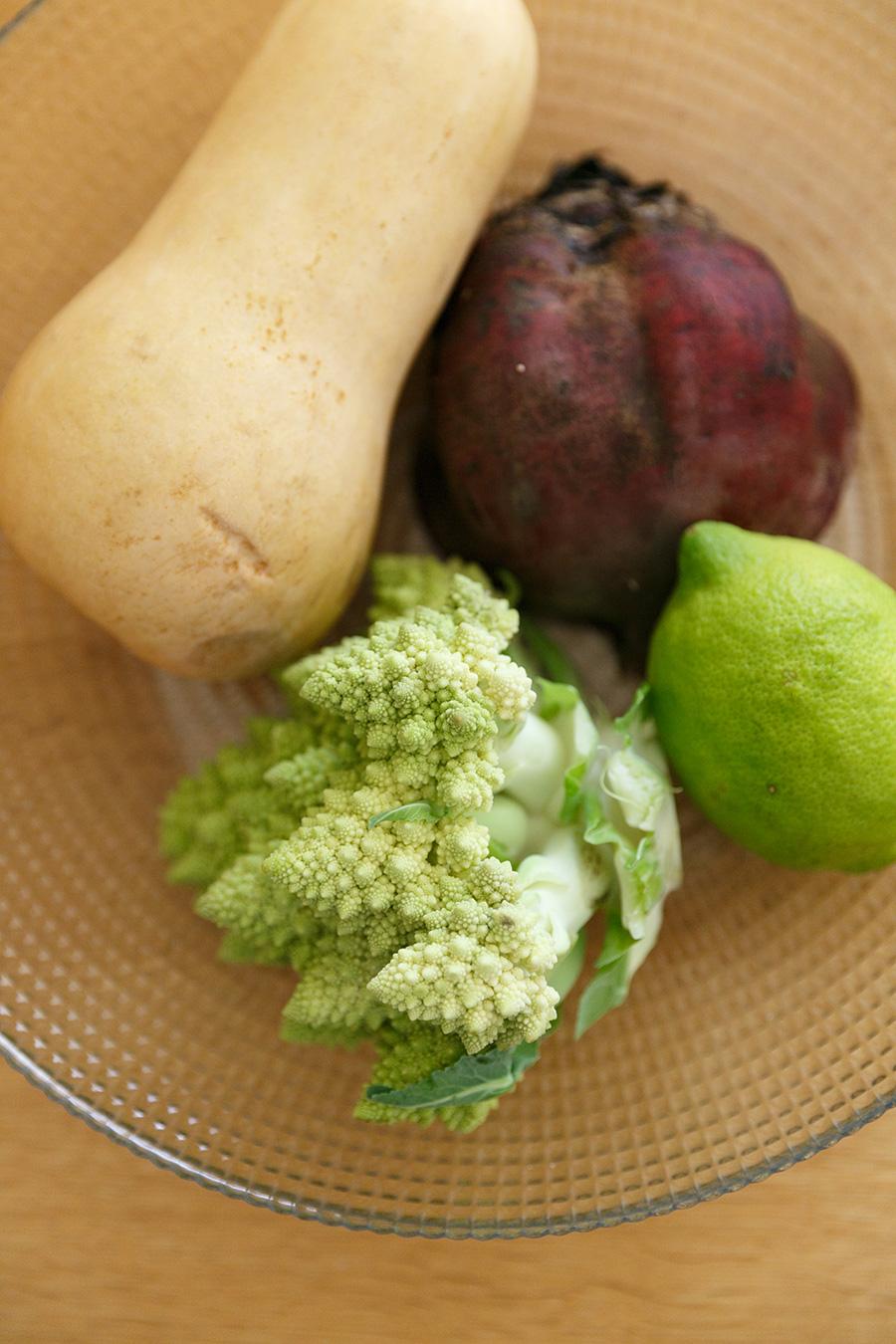 料理教室で使う食材は、できるだけ無農薬で、かつ地場でとれた野菜を使うようにしている。左上のバターナッツカボチャは、陽子さんのご両親の畑で穫れたもの。