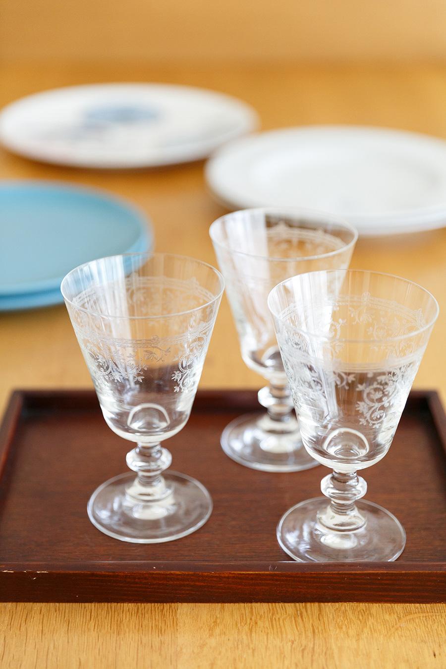 アンティークのような趣のグラスは、フランス在住の友人からプレゼントされたもの。教室では、器を効果的に使った盛りつけについてもレクチャーしている。