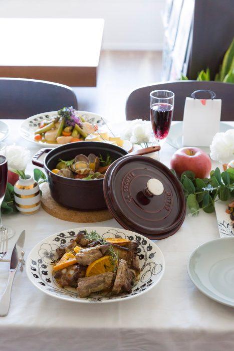 煮込み料理は前日に。ストウブのお鍋は人数や料理に合わせていくつか揃えておくと便利。