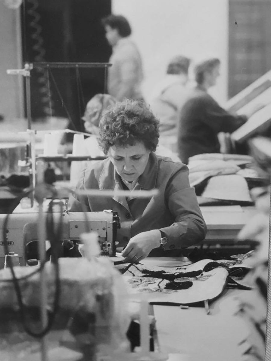 繊細で確かな縫製技術が世代を超えて受け継がれている。