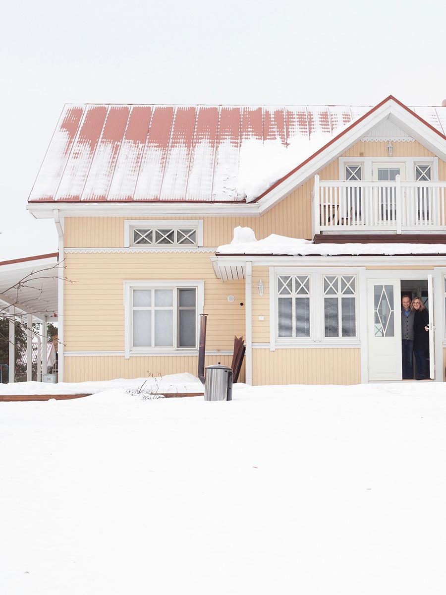 一家が暮らす雪深いラプアの家。