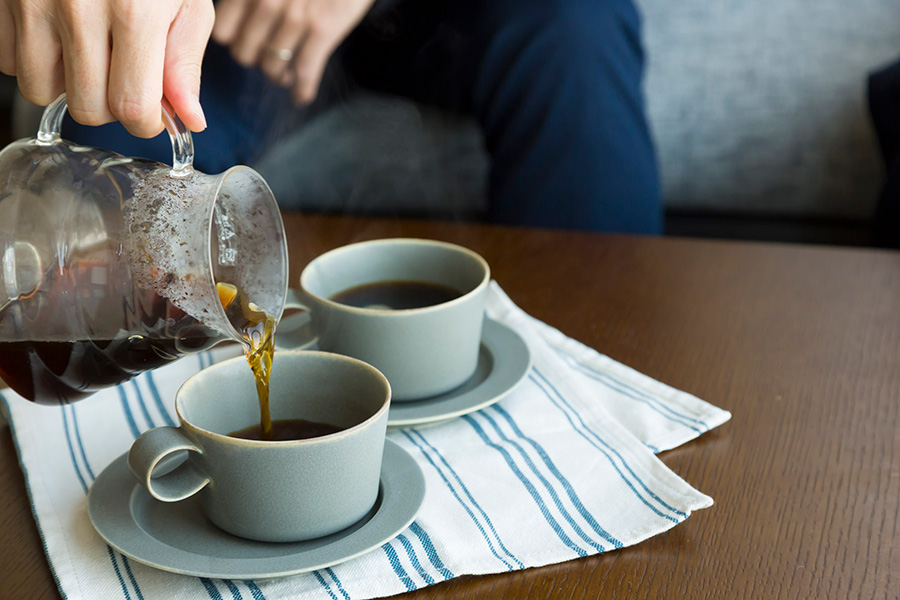イイホシユミコさんのカップ&ソーサー。器選びもセンスの見せ所。