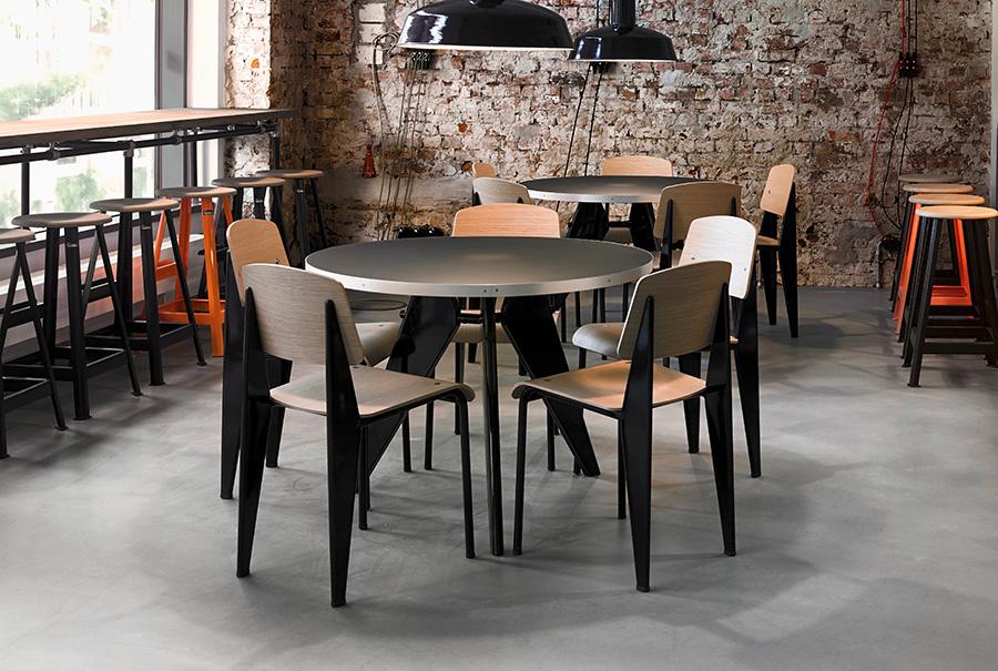 ラウンド天板のテーブル、Gueridon(ゲルドン)にも美しくフィット。