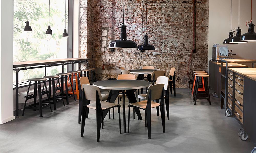 Jean Prouvéの名作「Standard Chair」世界中のコレクターが注目する ジャン・プルーヴェの名作家具
