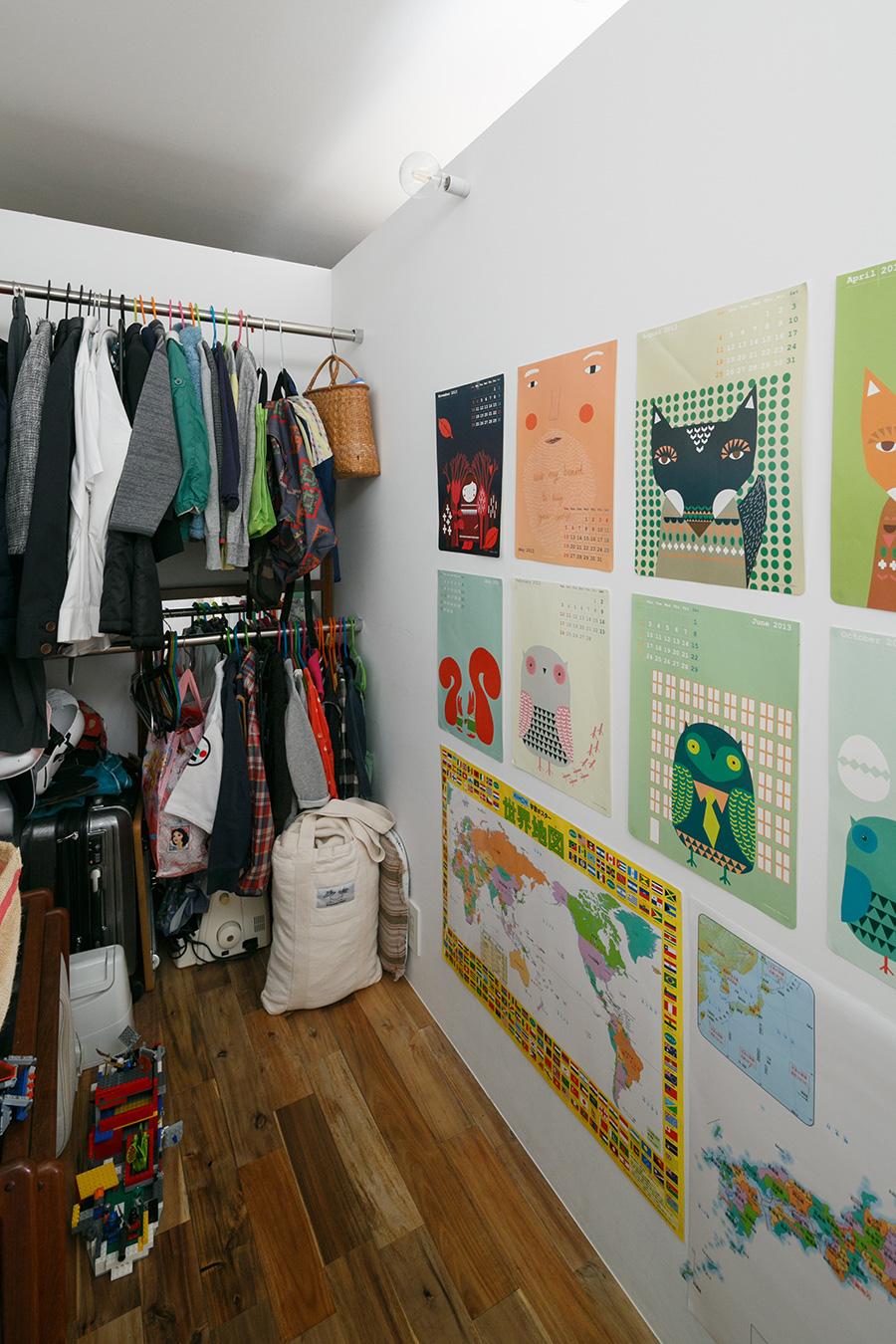 子ども用スペースの奥側。現在は主に子どもたちの衣類の収納スペースとして使っている。いずれ1人が1部屋を使うことも可能。