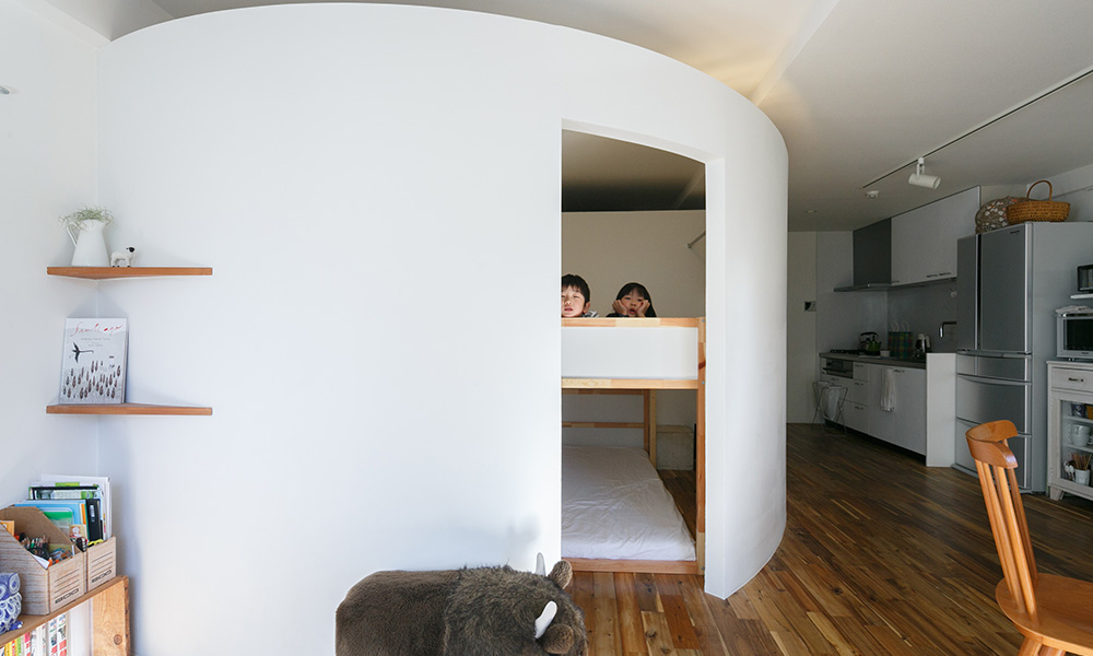 タマゴのような空間 築60年のマンションを 大胆にリノベーション