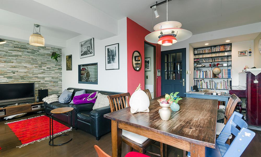 シックな空間に色合わせが生きる  部屋を創り上げる悦びが 日常を豊かにしてくれる