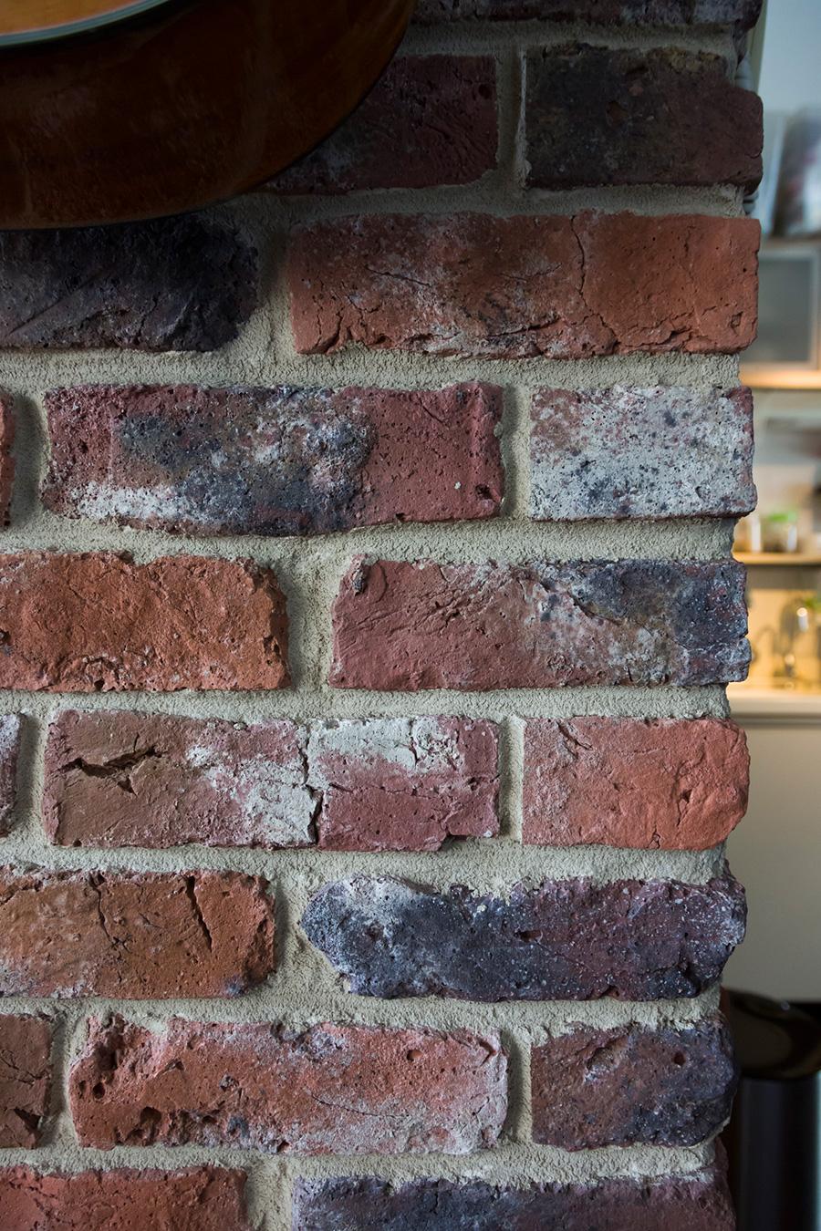 ひとつひとつに味わいのあるレンガの壁。