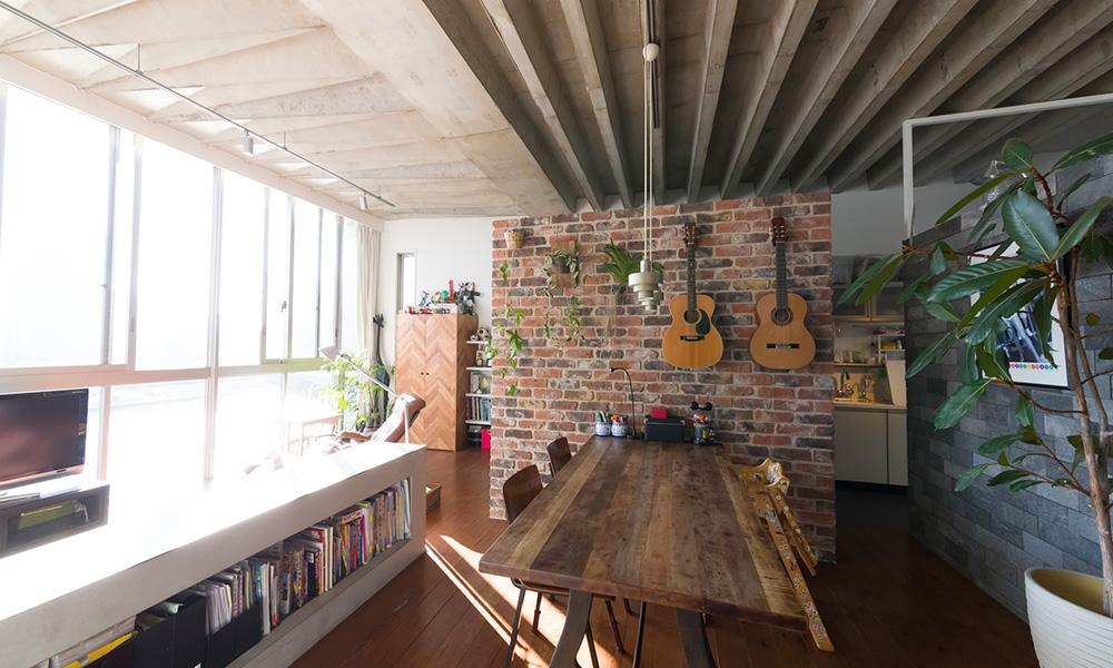 隅田川沿いに建つ絶景の家  家の中に街並みを作り、 家族で住める空間に
