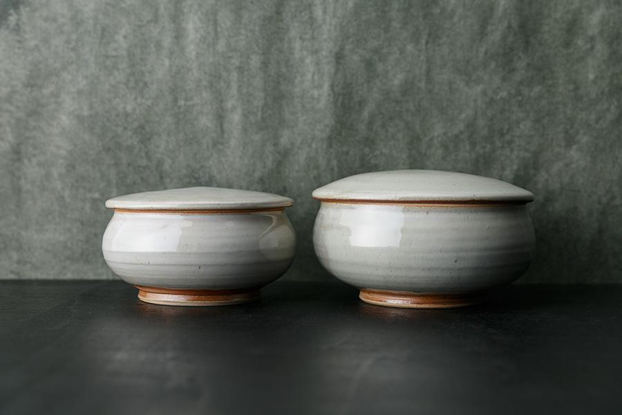 藁灰釉:5寸蓋付平鉢 φ160 H80mm ¥5,000 6寸蓋付平鉢 φ190 H90mm ¥6,500