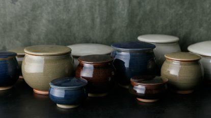 島根の伝統、石見焼の蓋付鉢 蓋物という モダンな器
