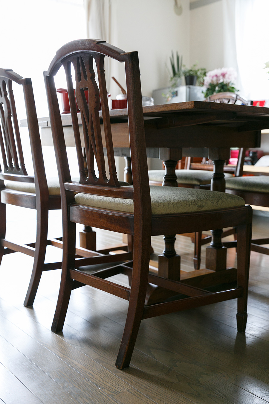 椅子は、幅が広めで安定感がある。「カバーを張り替え続けて、ずっと使い続けたいです」と山口さん。