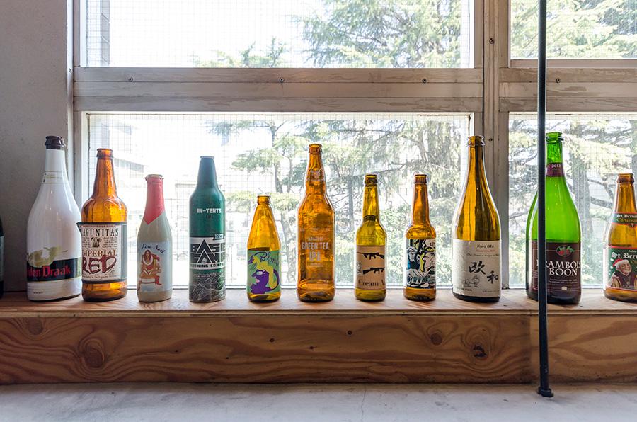 お気に入りのビール瓶のコレクション。