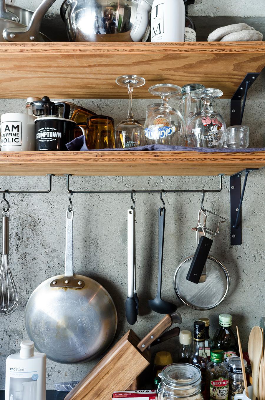 調味料や調理器具は手が届きやすいように。