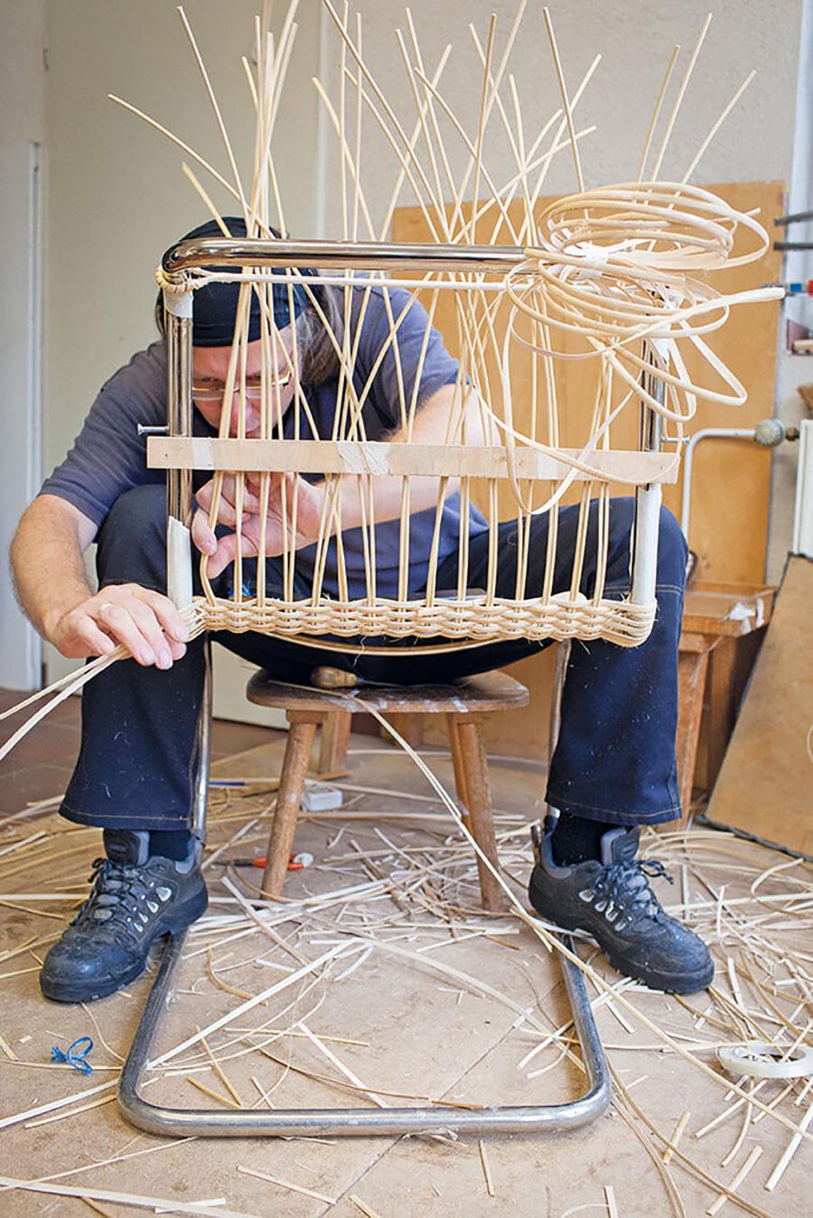 ドイツ国内にわずかに残るマイスターによる手編み。
