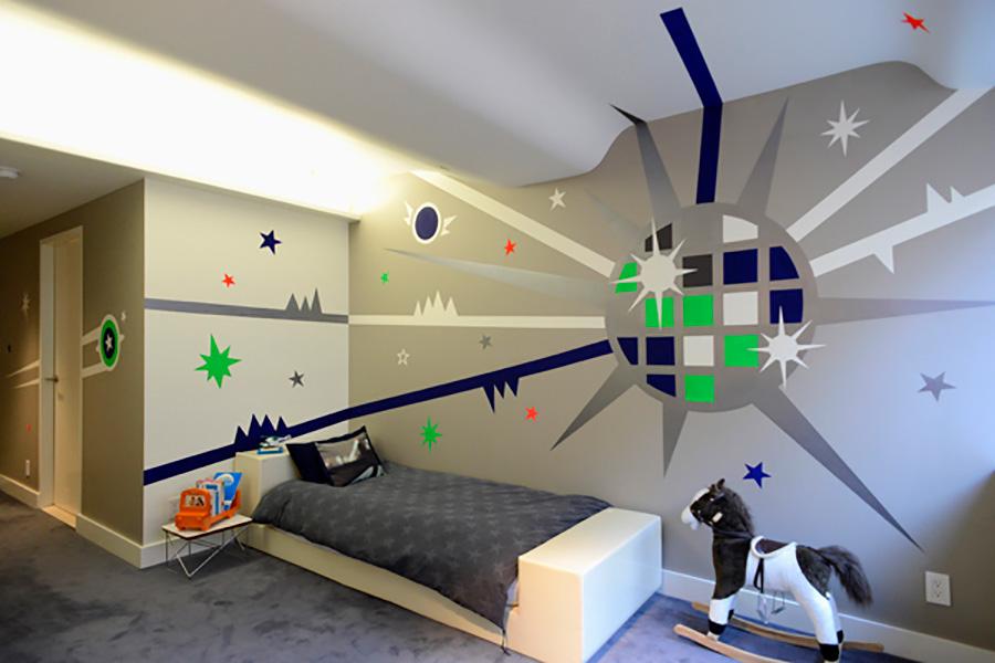 アメリカ時代の兄弟の部屋の作品。音楽が大好きな2歳の弟の部屋は、ミラーボールをイメージ。