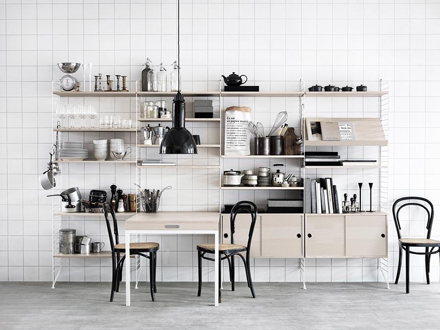 シンプルな棚板のほか、マガジンシェルフ、キャビネット、折りたたみ式テーブルを選んでオリジナルのユニットを。その組み合わせは無限!