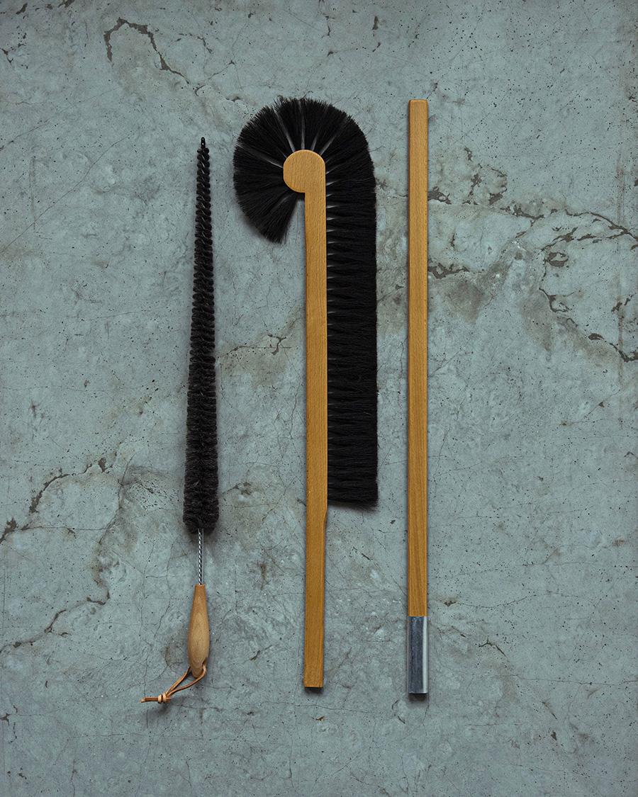 左から 隙間ブラシ H700mm ¥1,800 キャビネットブルーム H1450mm ¥5,600