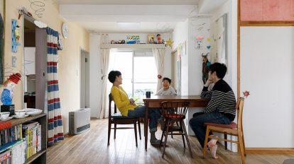 作品が映えるDIY空間  アーティスト夫妻の おおらかな住まい