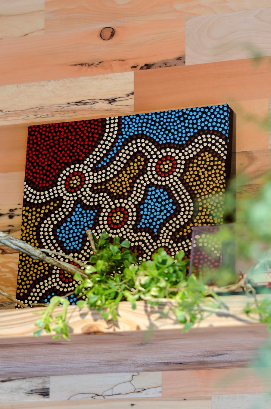 カラフルなアボリジニアートの絵画は贈り物。