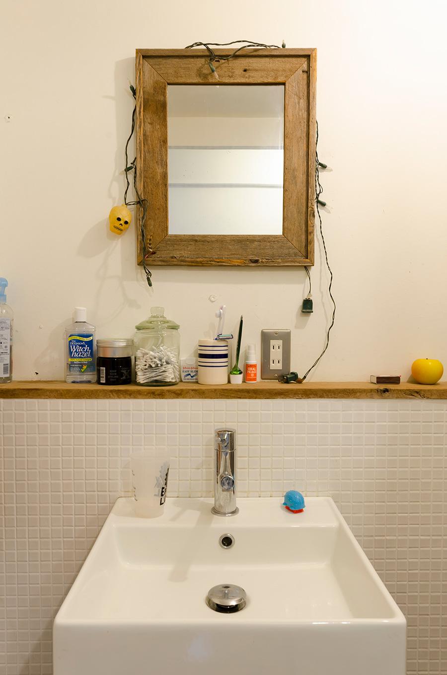 洗面所にはDIYでタイルを貼った。