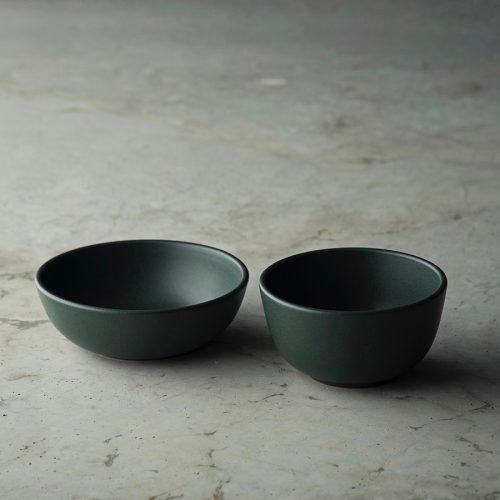 左からcereal bowl φ145 H48mm ¥2,200 soup bowl φ124 H65mm ¥2,100