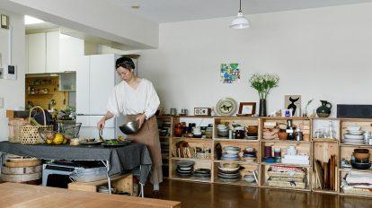 仕事も仲間も包み込む 料理家が暮らす、 リビングとテラスのある家