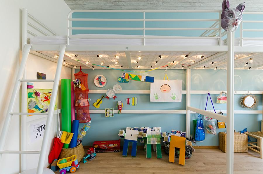 ベッド下は創造性が広がる子供たちのプレイスペース。秘密基地のように作り替える予定だそう。