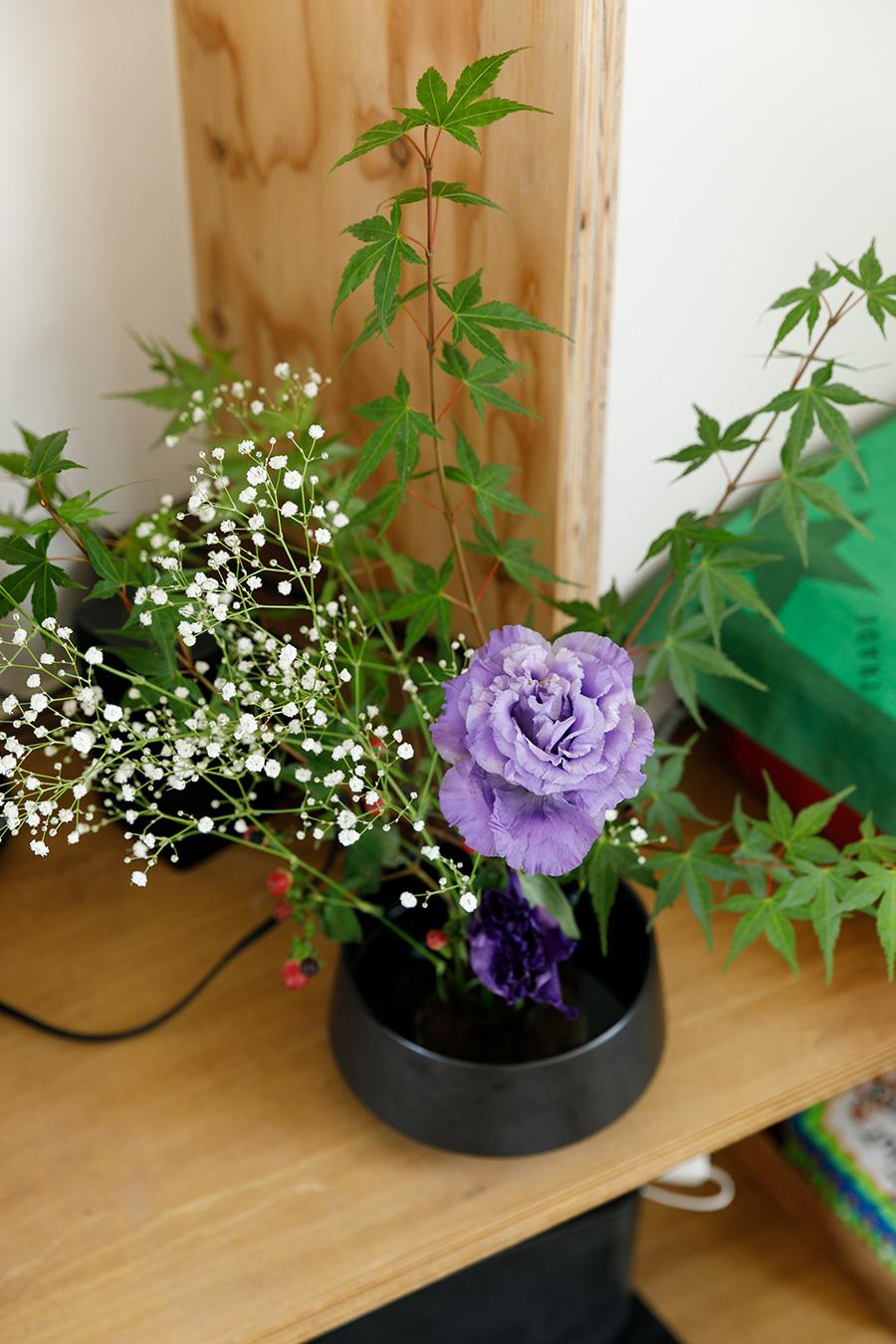 生け花をすることで、季節のうつろいを味わい深く感じるようになったという。