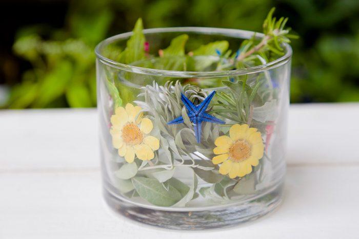 ロウを入れると白くなるので、はっきり見せたいものはなるべくガラスにくっつけるようにするのがコツ。