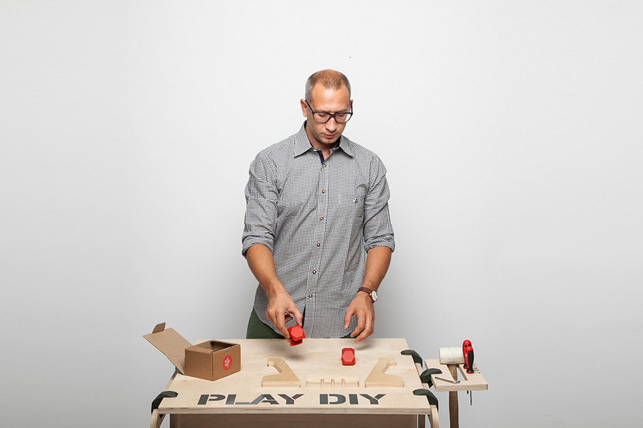 まずは、出来上がりを想定してPLAYWOODのカラーと板のサイズや素材をチョイス。