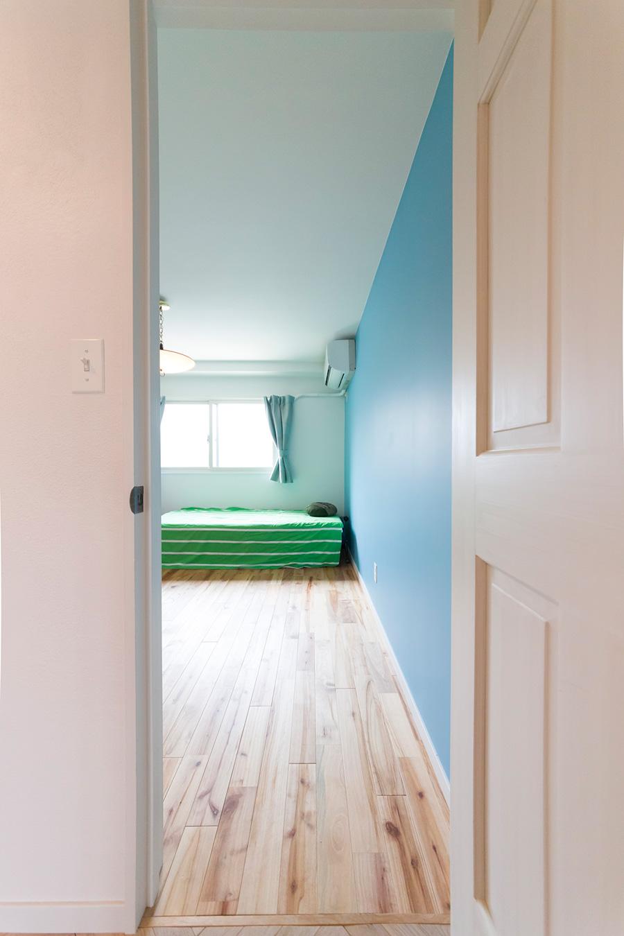 4年生の男のコの部屋。壁を爽やかなブルーに。