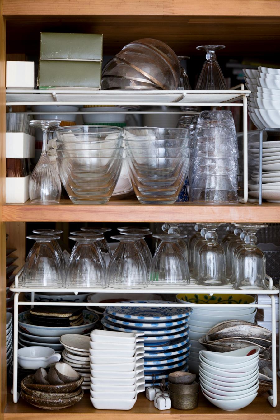 パーティー用の食器がずらりと並ぶ。