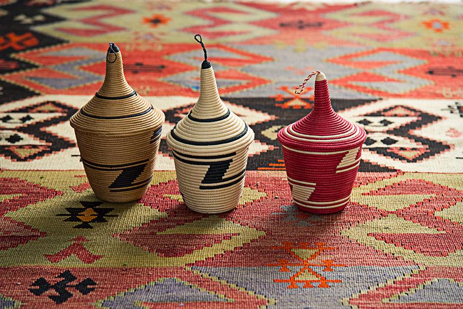 左から アガセチェ L(紅茶・白黒・赤) φ150 H230mm 各¥5,200