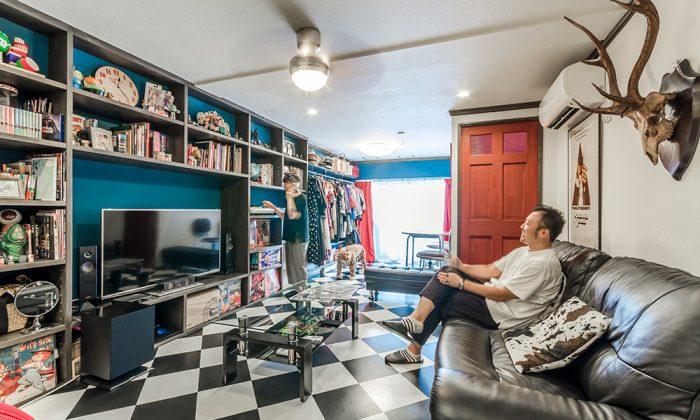 テーマは50'sレトロ&ポップ壁一面の棚で見せながら収納する家