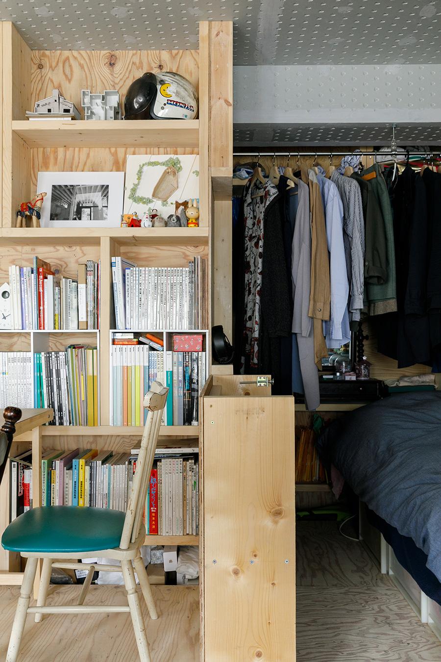ダイニングスペースとベッドスペースを区切るのは、工事前につくった試作品の木製ユニット。