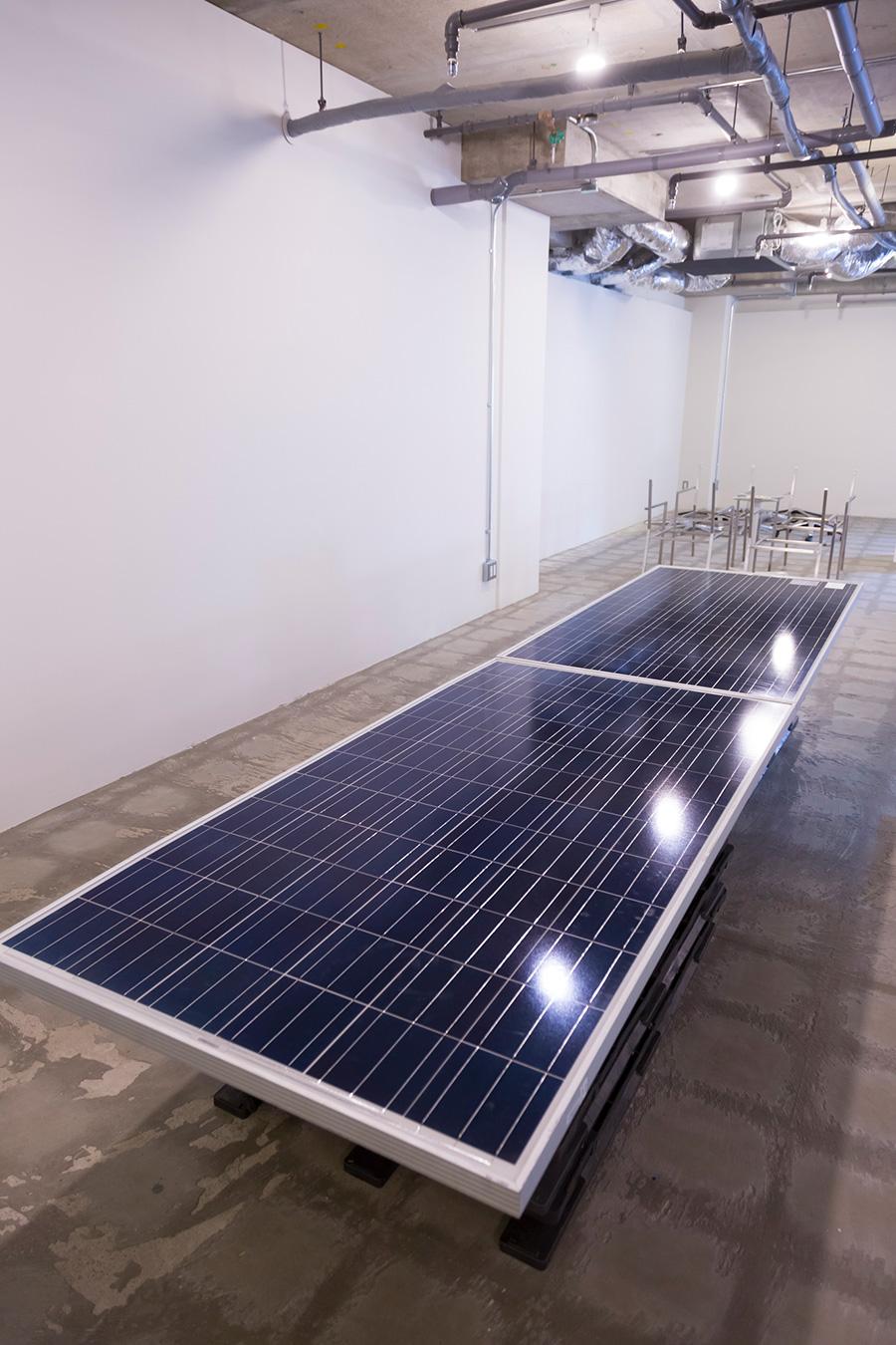 [SOLAR TABLEの材料]耐用年数を迎えたソーラーパネルが、今後大量に産業廃棄物となるはずだ。
